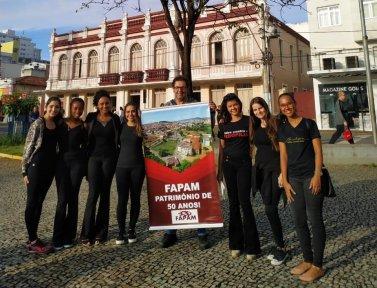 Estudantes do curso de Psicologia da FAPAM participam de passeata